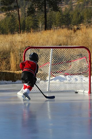 kid-on-outdoor-rink